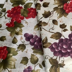 """Other - 70"""" Round Grape Cluster Fabic Tablecloth/placemats"""